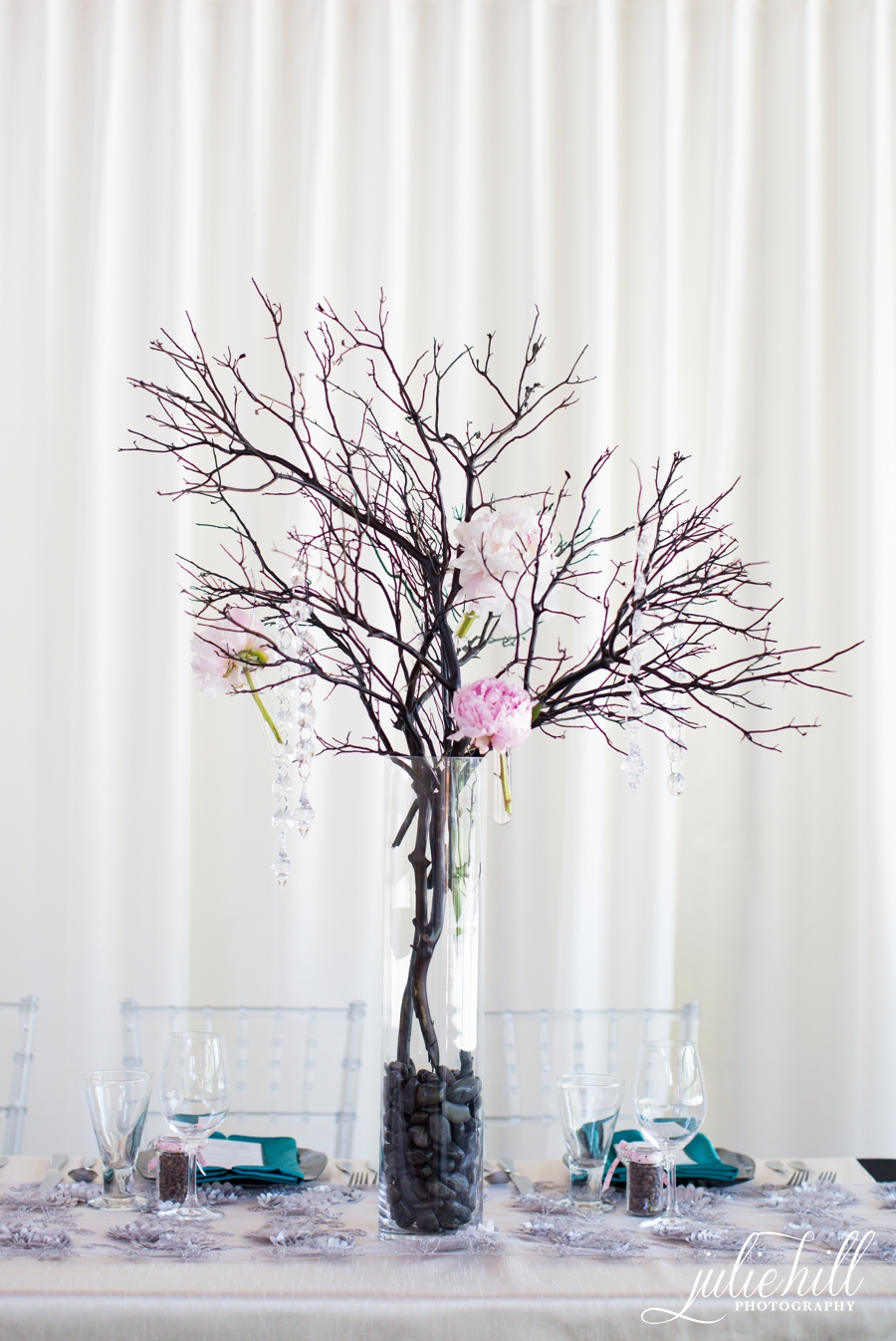 1-Priddis-Alberta-Azuridge-Luxury-Julie-Hill-Photography-Wedding-Reception-centerpiece-photo01