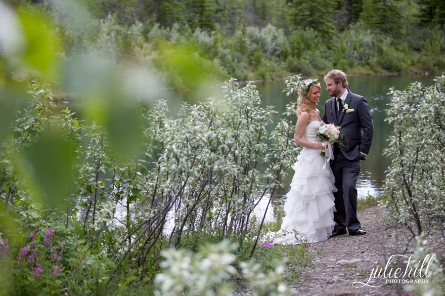 3-Delta-Kananaskis-Alberta-Ranchehouse-Julie-Hill-Photography-Wedding-formals-photo01