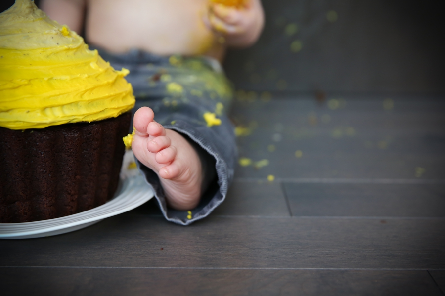 cake-smash-first-birthday-yellow-ombre-cake-children-photography-julie-hill-photography-photo