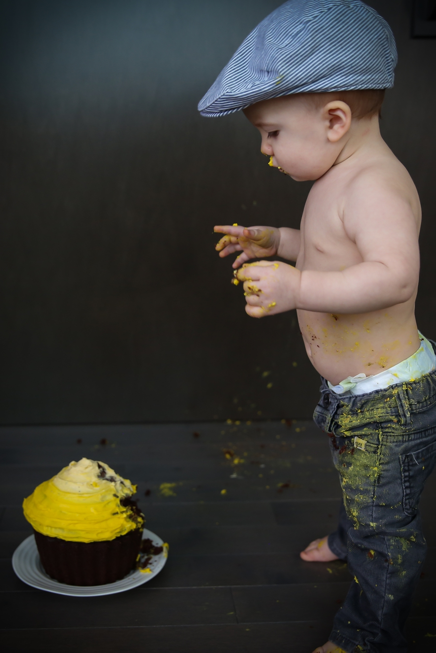 Calgary-children-photography-cake-smash-first-birthday-yellow-ombre-cake-julie-hill-photography-photo